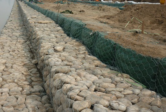 Green Silver Welded Mesh Gabions Wire Cages For Rock Retaining Walls